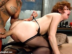 Two of the kinkiest squirters and anal sluts, Veronica Avluv and Bonnie Rotten, fuck each other...