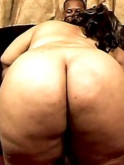 This humongous ebony slut truly knows what a guy wants...ass!