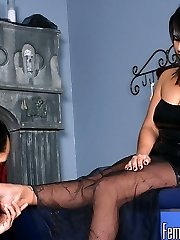 Threatening to never show her feet to her foot slave ever again unless he gets there in thirty...