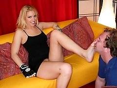 Mean Amazon Bitches.com Where Voluptuous round women smother vulnerable tiny wimps into submission