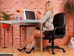 Angel the secretary in suntan and sheer hose pipe