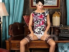 Tracy Rose in a fantastic garb and some outstanding vintage nylons!
