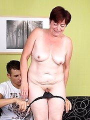 Older gal Simone and her fuckbuddy commence off with kinky foreplay and concluded up banging