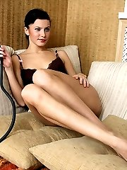 Marianna allows to the slave to kiss her feet