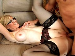 Blonde MILF Nina Hartley gets her face covered in cock cream by a young stud
