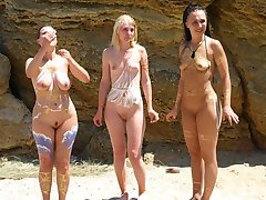 Bodyarted nudist girls shows their painted bodies