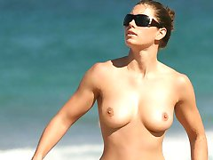 nude women at nude beach excellent photos
