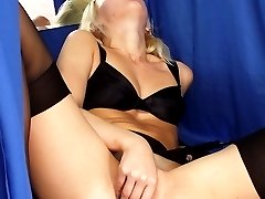 Blondie caught fingering herself in fitting room