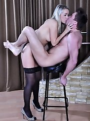 Hot blonde reveals her strapon ready to stuff the mouth and ass of her date