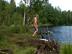 Teenage doesnt know anyone can witness her naked by the lake