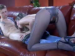 Long-legged babe in elegant patterned hose gets down and dirty on a leather couch