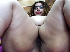 Big widely opened booty slut takes a fat tool