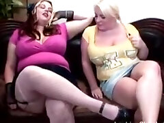 Huge-boobed Bella and Scarlett Rouge playing around