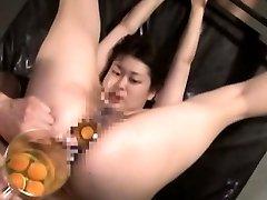 Extreme Japanese AV hardcore hump leads to raw egg speculum
