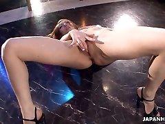 Asiático stripper llegar salvaje en el poste como ella se masturba