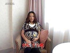 Eksootiline Jaapani tibu Kuumim Cunnilingus, Rase JAV stseen
