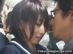 ナイーブな女子高生が東京バスです!