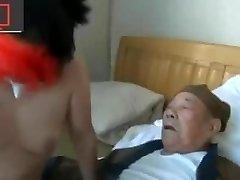 iki büyükbaba, bir fahişe ve pezevenk