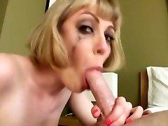 busty blonde un peu soignée de la gorge face fuck avaler
