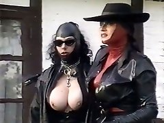 Kinky spandex mistresses probe pussy of one plum chick outdoor