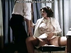 This obscene jaw-dropper in sexy lingerie knows how to ride a manmeat