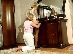 Perching by the mirror milf tricking a younger girl into having box lunch