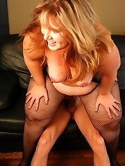 Sexy blonde bbw Bree takes cock fucking in her pussy by grinding on top of her partner