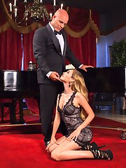Lyra Law is a sexy pianist working in Derrick Pierces Uptown Lounge, but Lyra wants out of her...