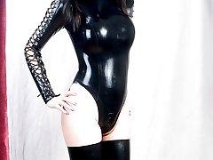 Hot brunette Tranny posing in latex