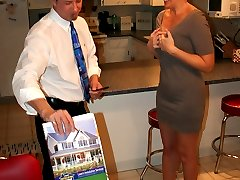 Tracy tries selling a house to Big Dick Vic, but he's not buying unless she works for it.
