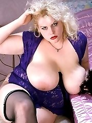 Blonde Heavyweight with Big Tits Playing Her Wet Pussy