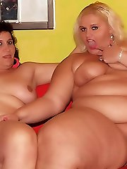 Chunky mature lesbians Melinda Shy and Rosa liking the taste of pussy splooge with their mouths