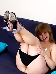 Exciting sexy BBW showing pussy