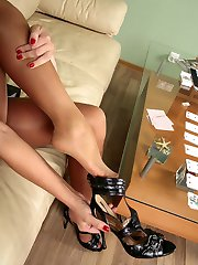 Pig-tailed chick mastering her skills to use her nyloned feet in kinky way