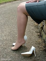 Demi shares her sole and high heel fetish in the park just for you