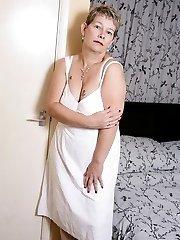 Naughty UK housewife getting frisky
