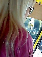 Blondes pussy upskirt