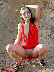 Outdoor down blouse erotic on cam