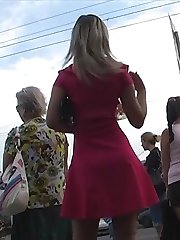 Enjoying the turning on windblown upskirt