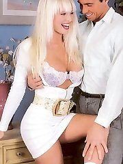 Horny retro blonde romped