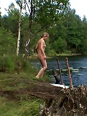 Teen doesnt know anyone can see her nude by the lake