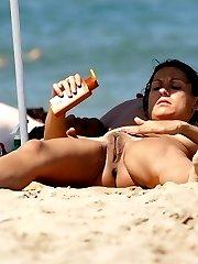 Amateur girls sunbathing stark naked at beach