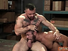 Muscle bear buttfuck and anal cumshot