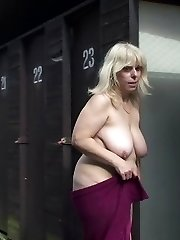 Chubby mature with a nasty hole is filled outdoors by the young man