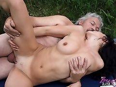Grey senior fucking a babe