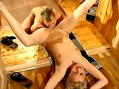 Fiery mature chick makes spread eagle to get her muff drilled to the bottom