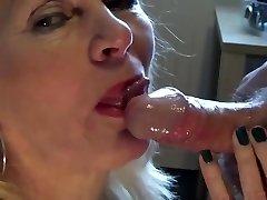 Mature blonde oral pleasure
