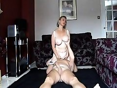 Big-titted mature amateur gives a fine blowjob