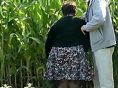 Wifey Demonstrates Her Bottom in the Countryside