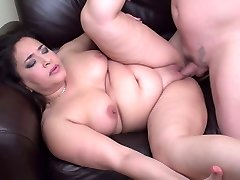 Round mom suck and fuck lucky daddy